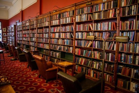 Peut-on réellement comparer Kindle Unlimited à une bibliothèque ?