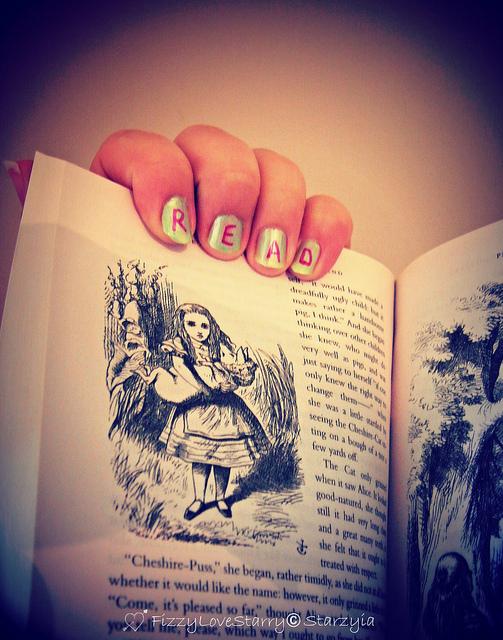 N'ayez jamais peur de lire avant d'écrire ! (Crédits photo : Starry Raston)